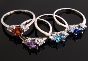 https://cf.ltkcdn.net/jewelry/images/slide/254131-850x595-2_Birthstone_Rings.jpg