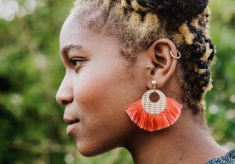https://cf.ltkcdn.net/jewelry/images/slide/254150-850x595-14_Tassle_earrings.jpg