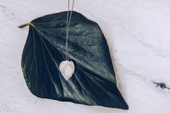 Floios Jewelry - Dead nettle necklace