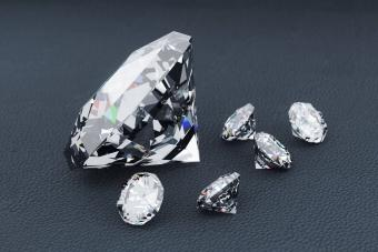 April Birthstones: Diamond, White Topaz & Dazzling Alternatives