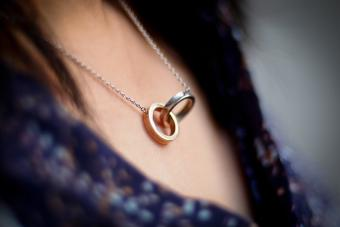 necklace with two joined ring