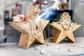 shopwindow of a goldsmith showroom