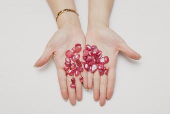 https://cf.ltkcdn.net/jewelry/images/slide/273176-850x566-pictures-ruby-gemstones-8.jpg