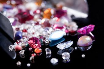 https://cf.ltkcdn.net/jewelry/images/slide/273180-850x566-pictures-ruby-gemstones-10.jpg
