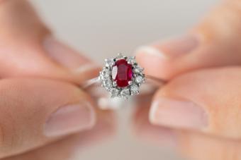 https://cf.ltkcdn.net/jewelry/images/slide/273183-850x566-pictures-ruby-gemstones-13.jpg