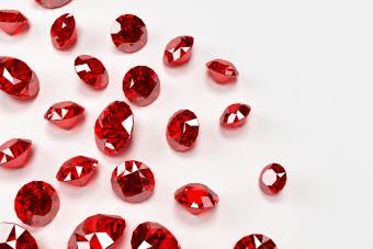 https://cf.ltkcdn.net/jewelry/images/slide/273184-850x566-pictures-ruby-gemstones-15.jpg