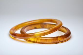 Buying Bakelite Bracelets for Your Retro Style