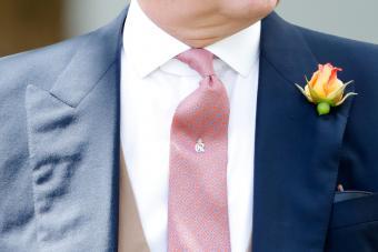 https://cf.ltkcdn.net/jewelry/images/slide/273307-850x566-tie-tack.jpg