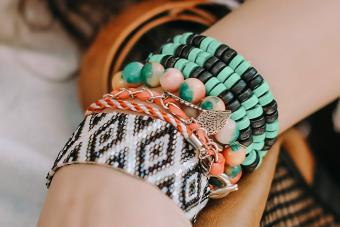 https://cf.ltkcdn.net/jewelry/images/slide/273568-850x566-fashion-jewelry-trends-beads-pile.jpg