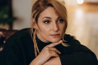 https://cf.ltkcdn.net/jewelry/images/slide/273583-850x566-fashion-jewelry-trends-long-earring.jpg