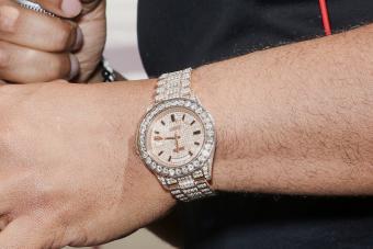 https://cf.ltkcdn.net/jewelry/images/slide/273677-850x566-rolex-gmt-master-watch.jpg