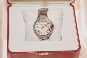 https://cf.ltkcdn.net/jewelry/images/slide/273679-850x566-cartier-watch.jpg