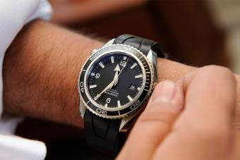 Wind-up Watches vs. Battery Powered: Pros & Cons