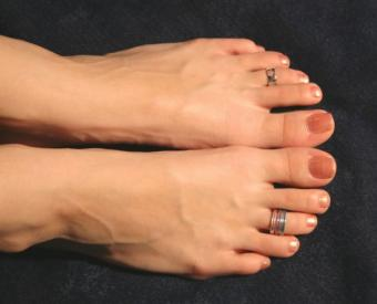 11 Shops to Get Toe Rings & Sizing Tips for Your Toes