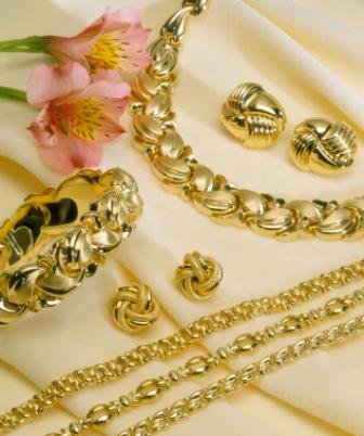 10 Types of Gold Chains + Key Elements