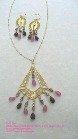 Petit Four Trapeze necklace with earrings