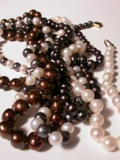 5 Places to Find Chocolate Pearl Necklaces & Earrings