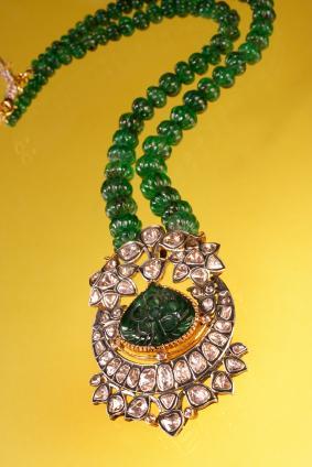 https://cf.ltkcdn.net/jewelry/images/slide/47642-283x424-3Boldpendant.jpg