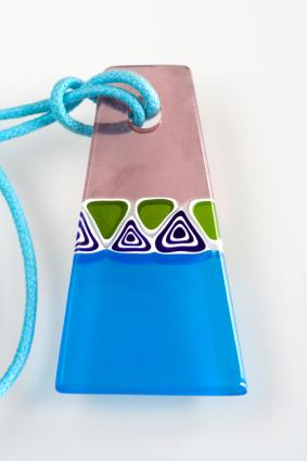 https://cf.ltkcdn.net/jewelry/images/slide/47645-283x424-3handmadeglass.jpg