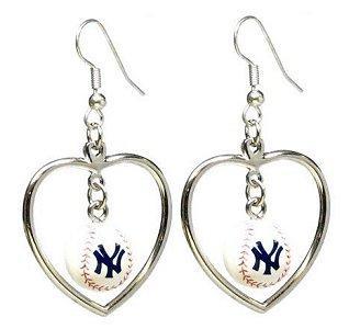 https://cf.ltkcdn.net/jewelry/images/slide/92513-318x300-baseballjewelry7.jpg