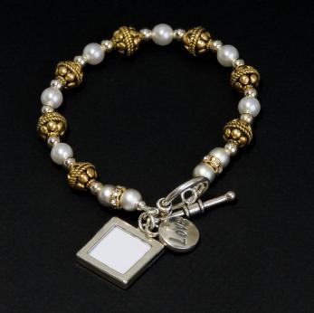 Bracelet with glass locket for photo