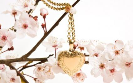 heart locket with flowers