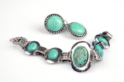 Turquoise jewelry; © Alessandra Lobo | Dreamstime.com