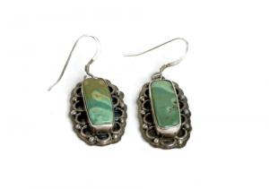 Turquoise earrings; © Warren Price | Dreamstime.com