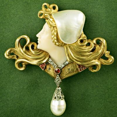 Gold Pendant brooch, Art Nouveau style