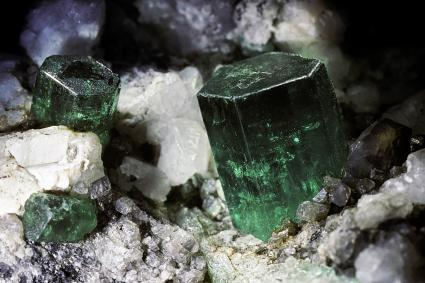 Silicate mineral, Emerald