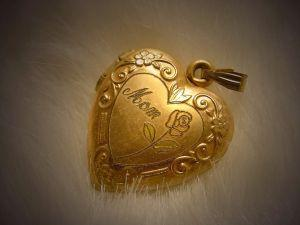 Victorian chased engraved locket