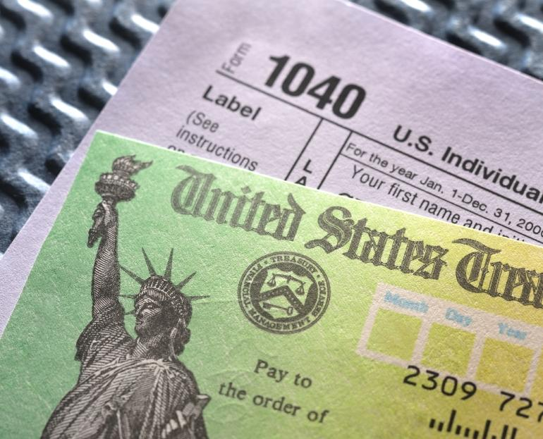 https://cf.ltkcdn.net/jobs/images/slide/129468-770x623r1-income_tax_prep.JPG