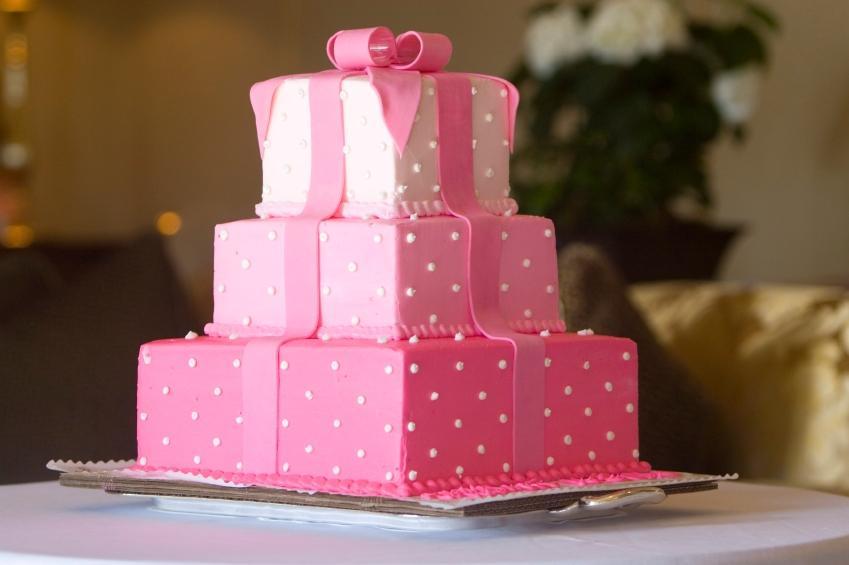 https://cf.ltkcdn.net/jobs/images/slide/131116-849x565r1-cake_decorator_career.JPG