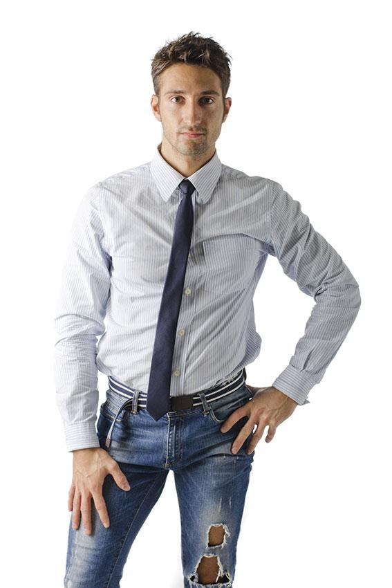 https://cf.ltkcdn.net/jobs/images/slide/189908-567x850-man-in-ripped-jeans.jpg