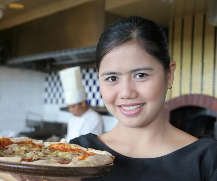 https://cf.ltkcdn.net/jobs/images/slide/33296-759x632-waitress.jpg