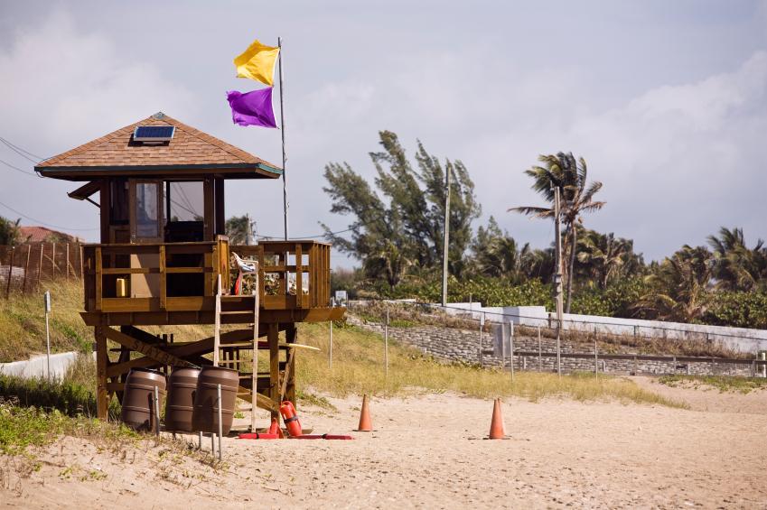 https://cf.ltkcdn.net/jobs/images/slide/33297-849x565-lifeguard.jpg