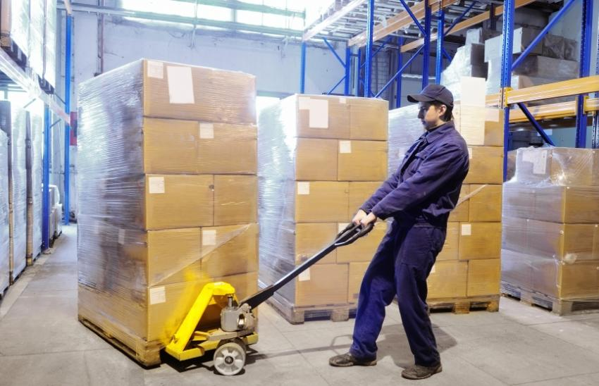https://cf.ltkcdn.net/jobs/images/slide/33406-850x548-distribution_center_job.JPG