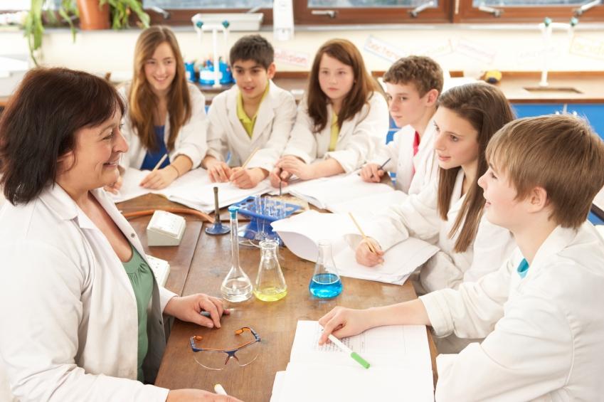 https://cf.ltkcdn.net/jobs/images/slide/33474-849x565-science_teacher.JPG