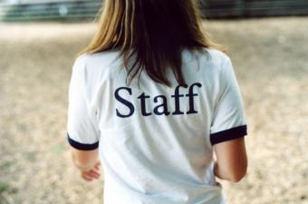 https://cf.ltkcdn.net/jobs/images/slide/129638-850x562r1-outdoor_staff_member.JPG
