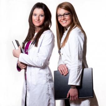 https://cf.ltkcdn.net/jobs/images/slide/131717-693x693r1-women-nurses.jpg