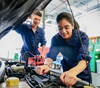 https://cf.ltkcdn.net/jobs/images/slide/253042-850x744-11-list-apprenticeships.jpg