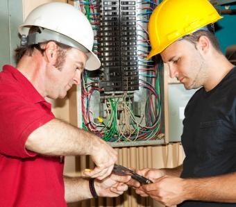 https://cf.ltkcdn.net/jobs/images/slide/253050-850x744-4-list-apprenticeships.jpg