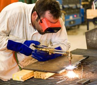 https://cf.ltkcdn.net/jobs/images/slide/253051-850x744-3-list-apprenticeships.jpg
