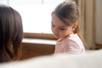 Child psychologist help girl deal with emotional behavior problems