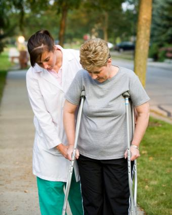 https://cf.ltkcdn.net/jobs/images/slide/33213-620x774-physical_therapist.jpg