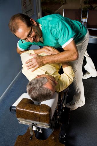 https://cf.ltkcdn.net/jobs/images/slide/33215-566x848-chiropractor.jpg
