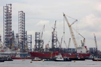 https://cf.ltkcdn.net/jobs/images/slide/33232-849x565-shipbuilding.jpg