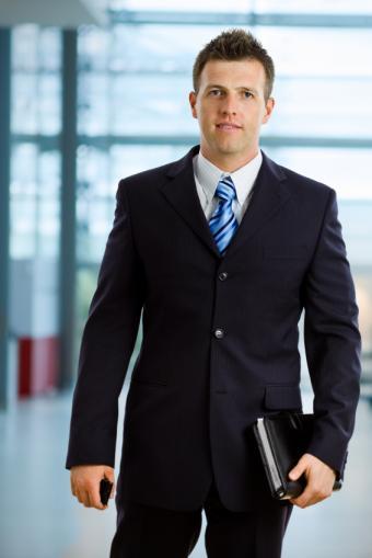 https://cf.ltkcdn.net/jobs/images/slide/33283-566x848-well-groomed-%282%29.jpg