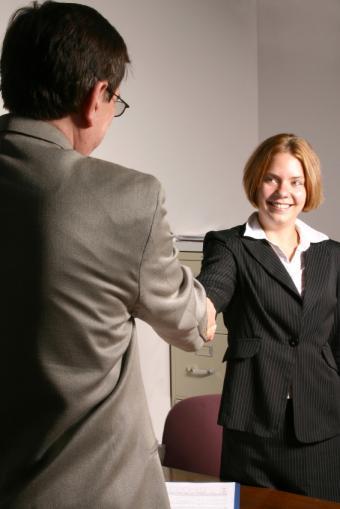 https://cf.ltkcdn.net/jobs/images/slide/33287-566x848-handshakegreeting-%282%29.jpg