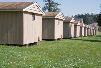 https://cf.ltkcdn.net/jobs/images/slide/33295-847x567-summer_camp_cabins.jpg
